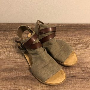 Blowfish Balla 4Earth Gladiator Sandal Size 9.5
